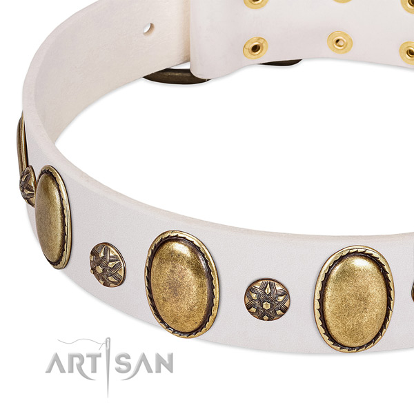 White leather FDT Artisan collar with oval and round decorations