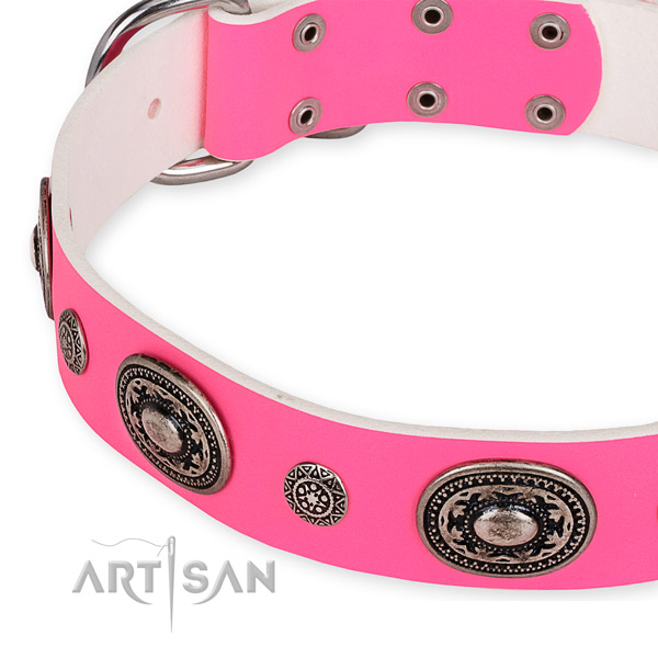 Pink leather dog collar with reliably fixed fittings