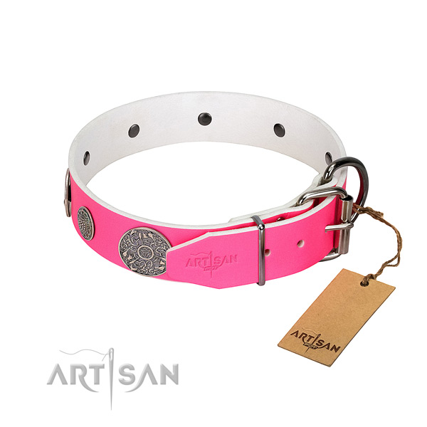 Pleasant to wear leather dog collar gives no irritation